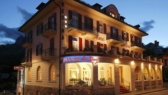Hotel regina cortina for Hotel meuble oasi
