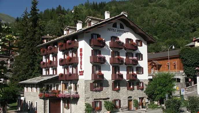 Hotel berthod sts alpresor for Meuble berthod courmayeur